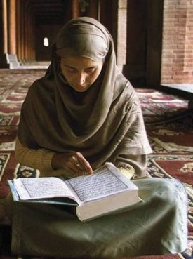 A female teacher of Holy Quran education